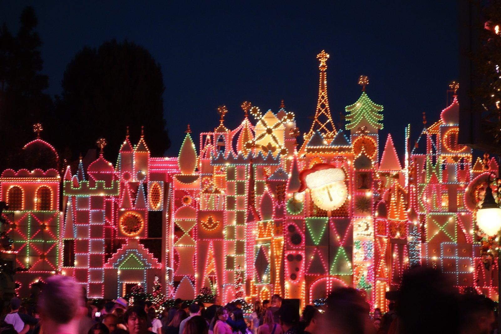 5 Reasons You Will Love the Holidays at Disneyland