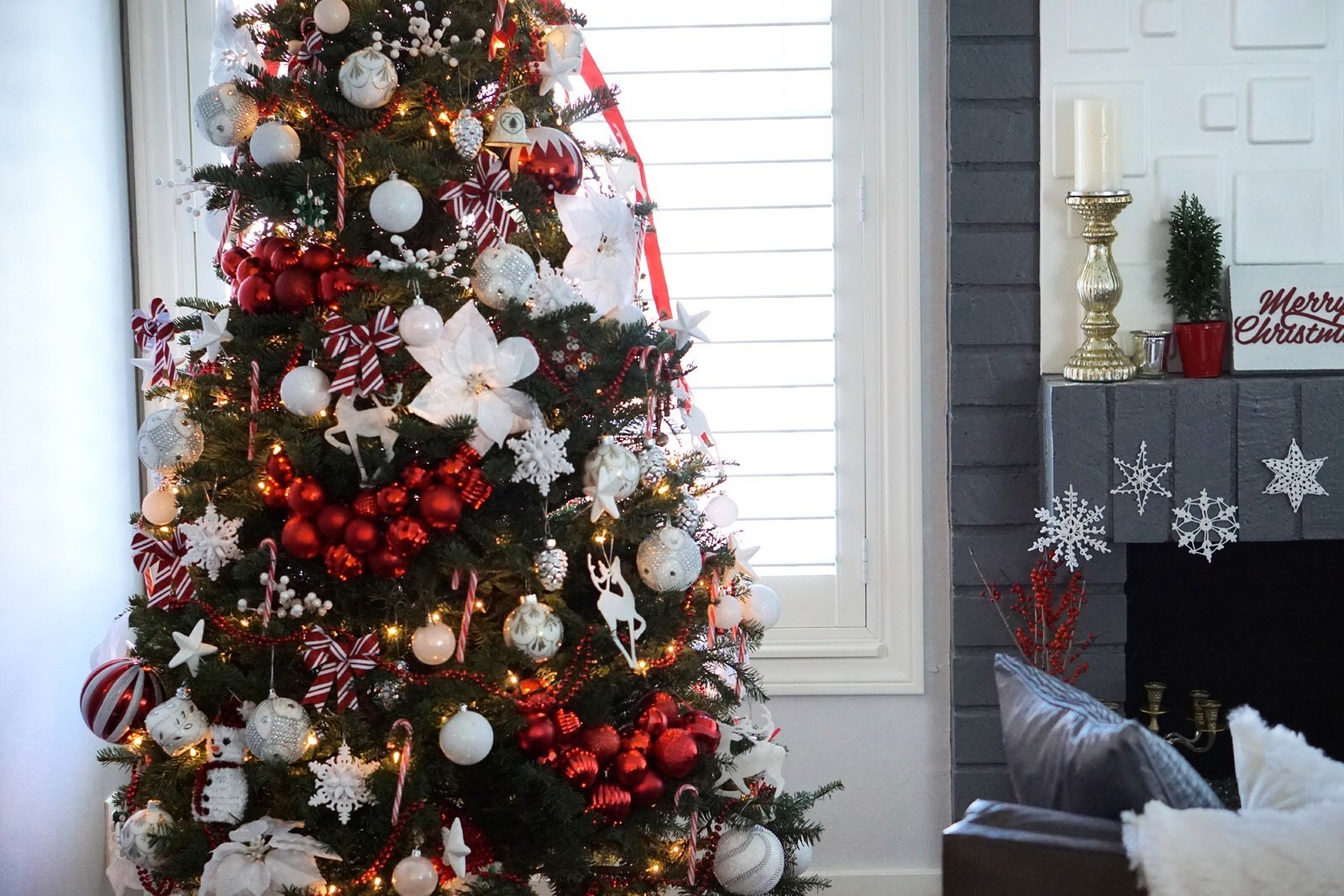 5 Tips: How to Decorate a Christmas Tree on a Budget Like a Pro!
