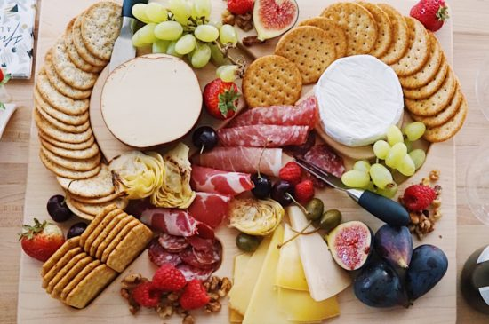 how to charcuterie cheese board