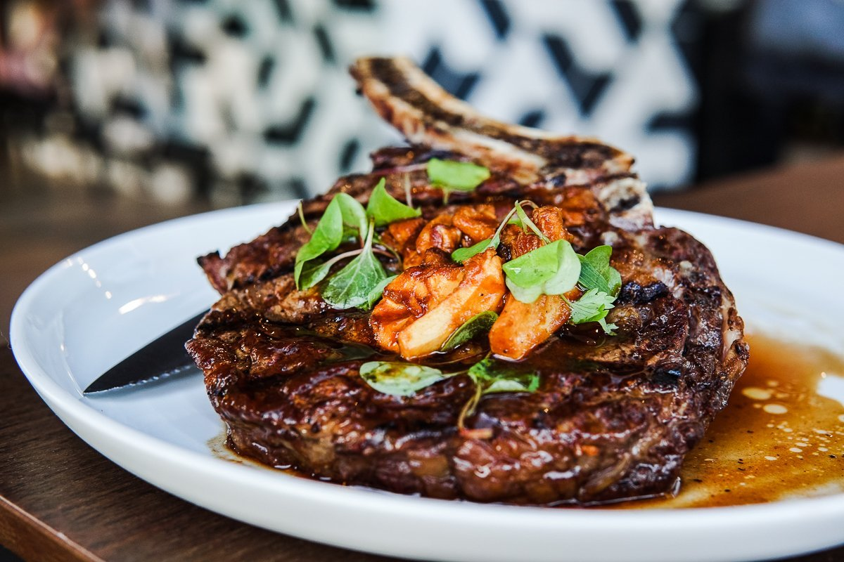 You'll Need a Reservation If You Want to Dine at Hot Spot Oak Laguna Beach