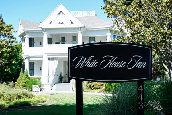 white house inn outside sign