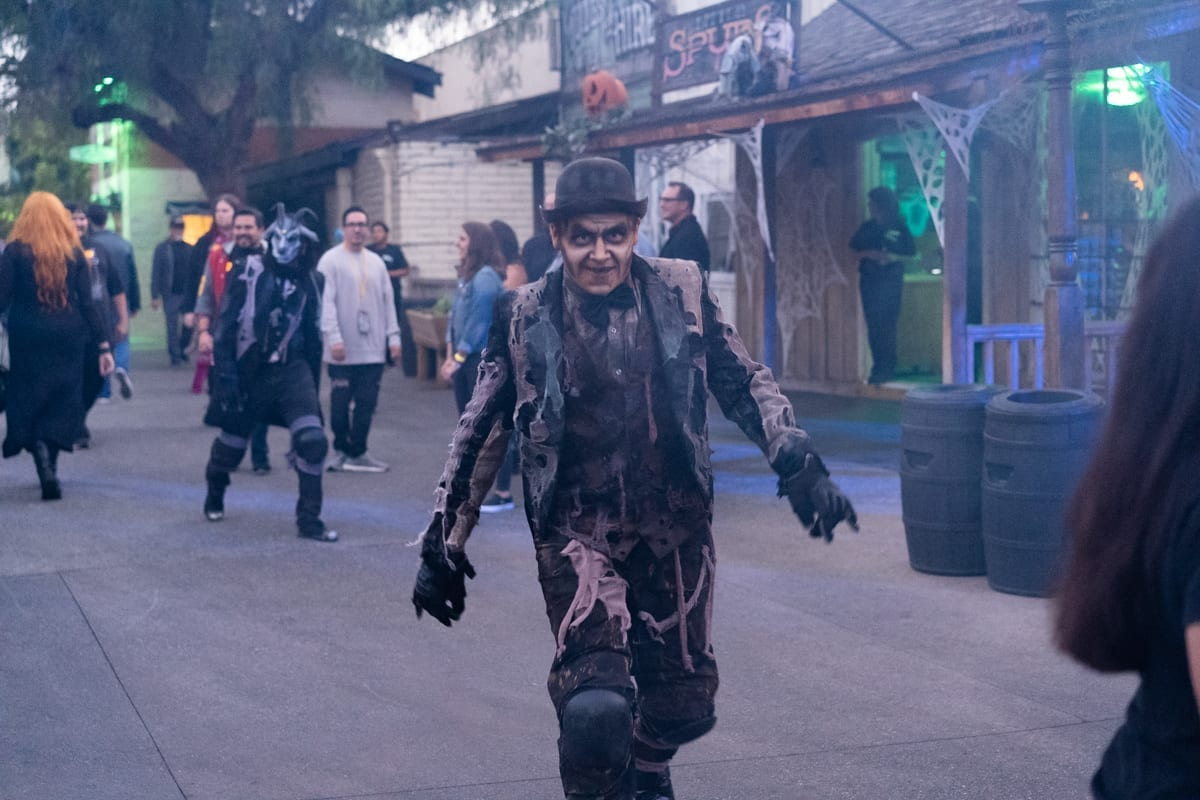 Knotts Scary Farm Brings New Mazes and Halloween Scares 2
