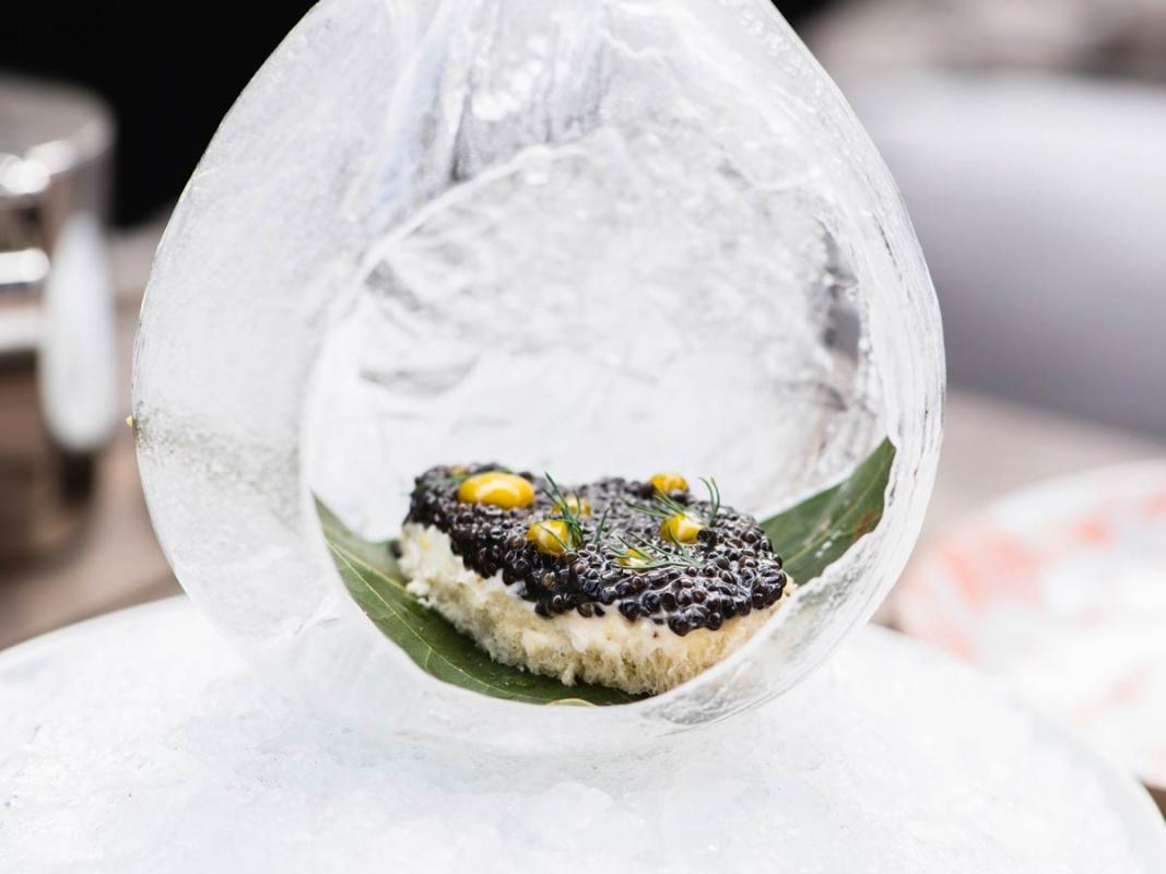 Knife-Pleat-caviar