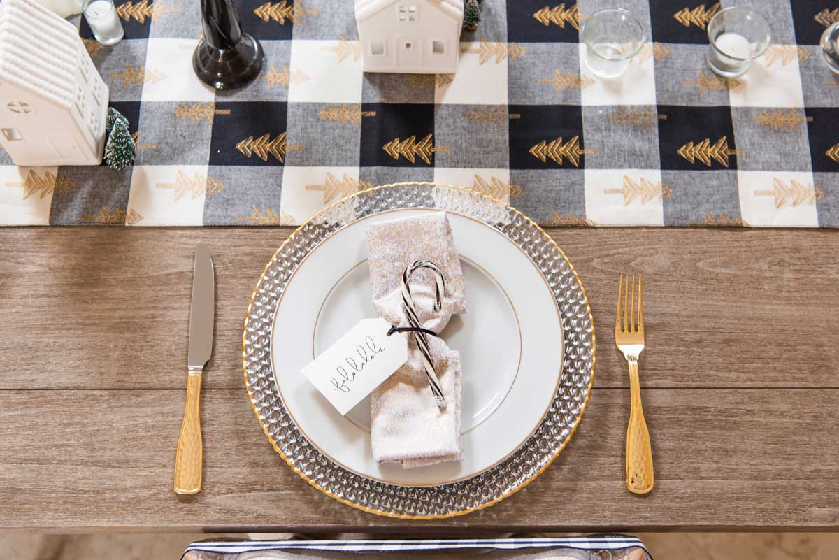Christmas-Black-White-Plaid-Table-Setting