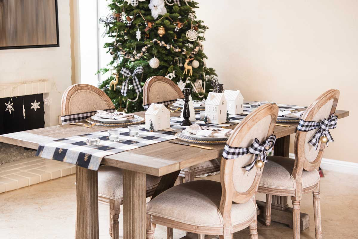 Christmas-Tablescape-Black-White-Plaid