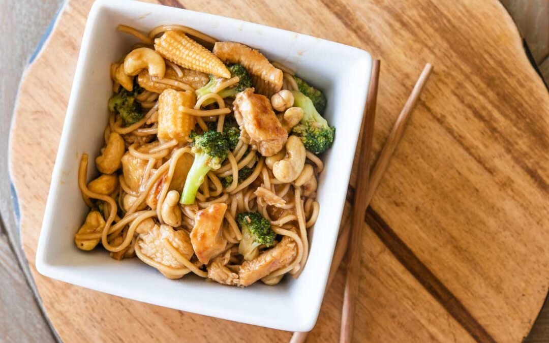 This Quick & Easy Chicken Lo Mein Recipe Is Ready in Only 10 Minutes!