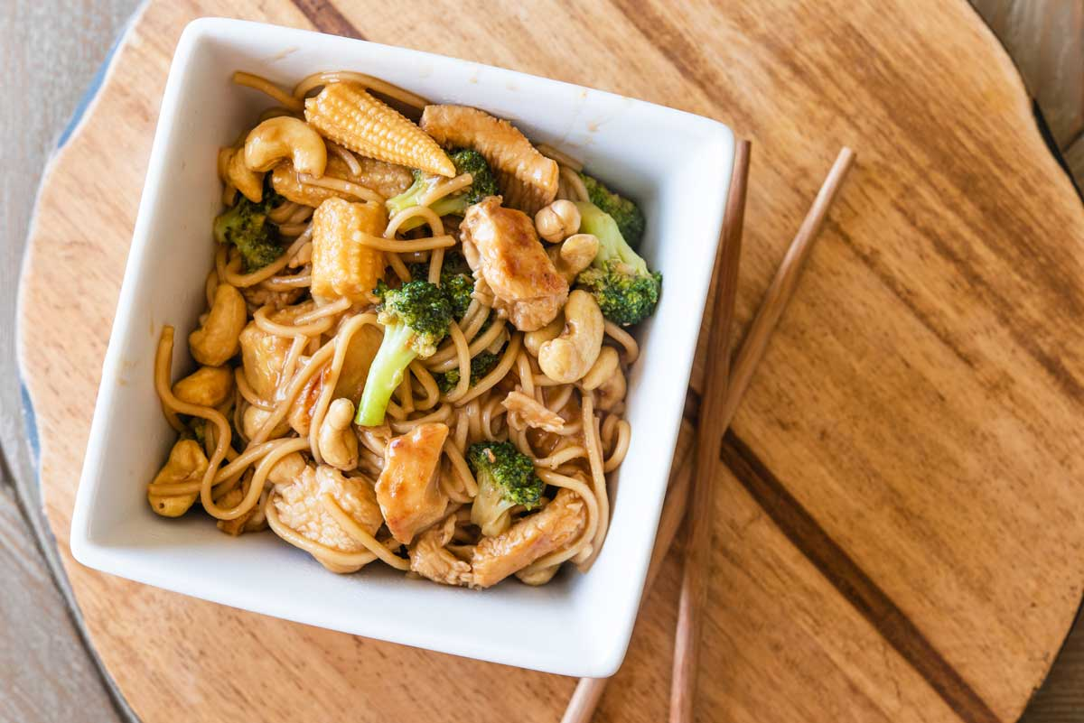 This Quick Easy Chicken Lo Mein Recipe Is Ready In Only 10 Minutes Cuisine And Travel