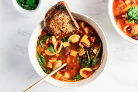 Easy & Healthy Vegan Minestrone Soup 1