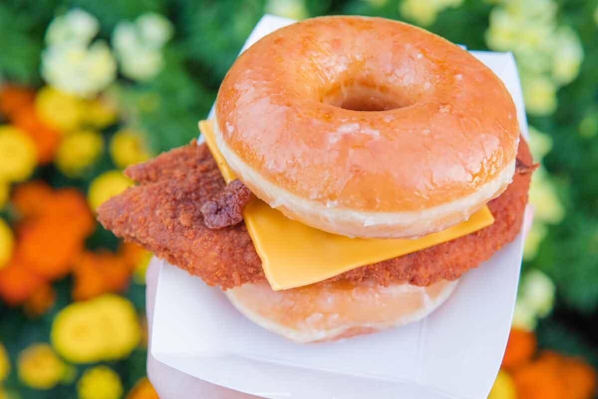 Knotts-donut-chicken-sandwich