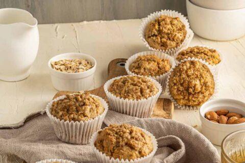 healthy-banana-and-granola-muffins